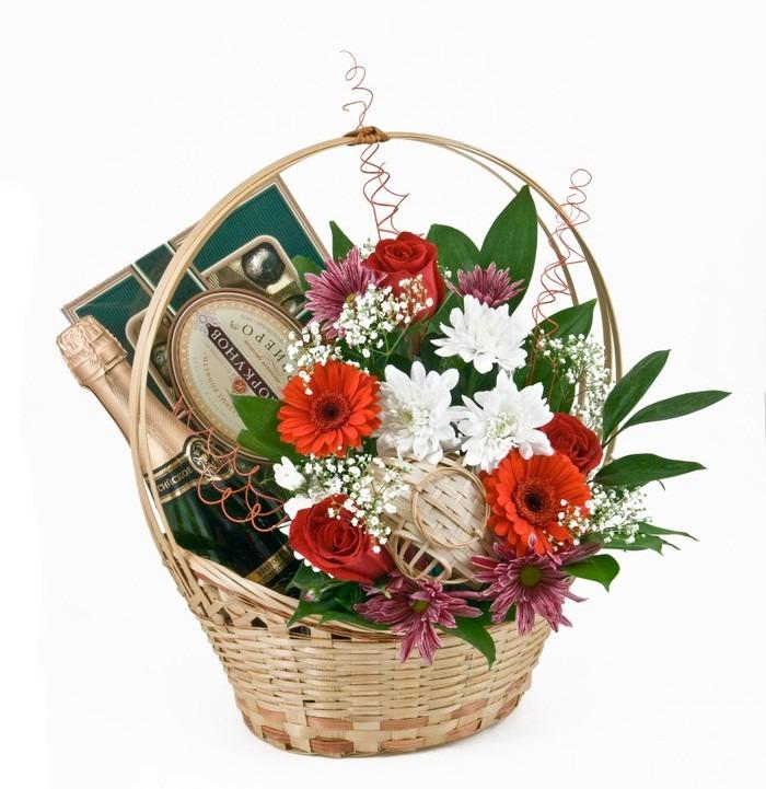 Фото подарочных корзин с цветами 116