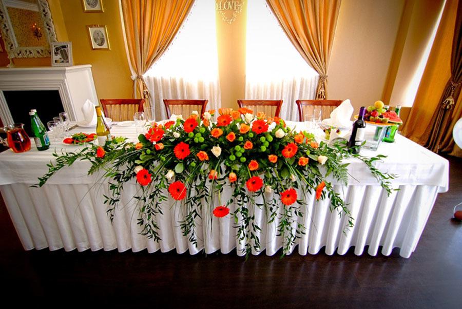 Композиция из живых цветов на стол молодоженов своими руками