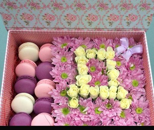 Цветы в коробке и цена 52